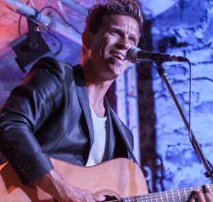 Gitarrenspieler Harry Kaey
